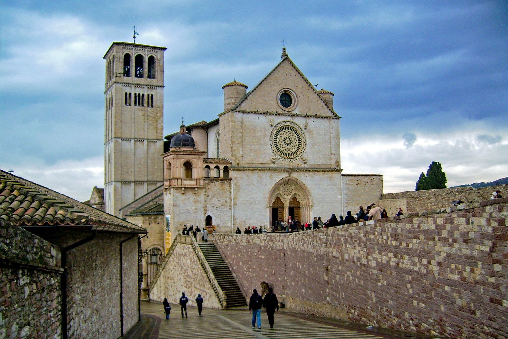 """""""Assisi reale e magica: da Riccardo Francalancia a Giorgio De Chirico"""""""