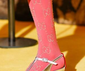La rivalutazione delle calze come oggetto di tendenza