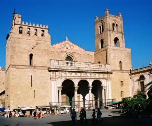 Il duomo di Monreale: una cattedrale patrimonio Unesco nota per i suoi mosaici e intarsi