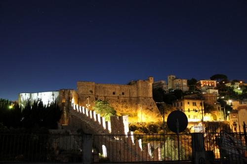 Le anime medievali di Sarzana e La Spezia: La fortezza di Sarzanello e il castello di San Giorgio